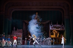 A scene from The Nutcracker by The Royal Ballet @ The Royal Opera House, Covent Garden, London. (Opening 08-12-15) ©Tristram Kenton 12/15 (3 Raveley Street, LONDON NW5 2HX TEL 0207 267 5550  Mob 07973 617 355)email: tristram@tristramkenton.com